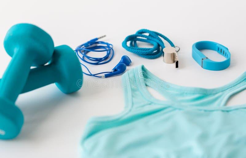 关闭健身跟踪仪、耳机和口哨 免版税库存照片