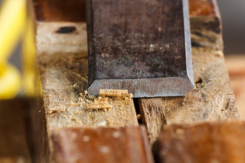 关闭凿子削尖木板条 免版税库存照片