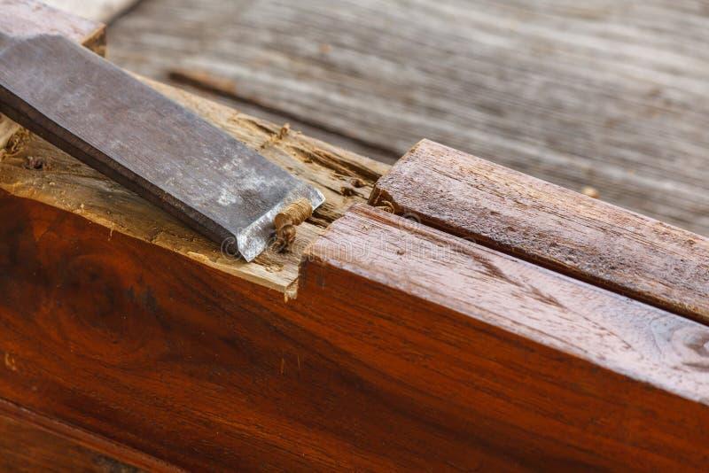 关闭凿子削尖木板条 免版税库存图片