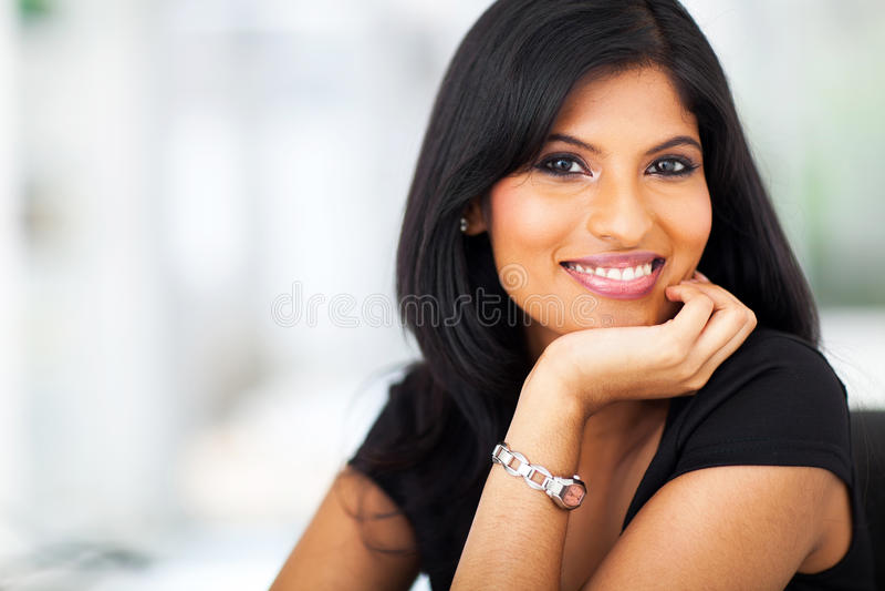微笑的印第安女实业家 图库摄影