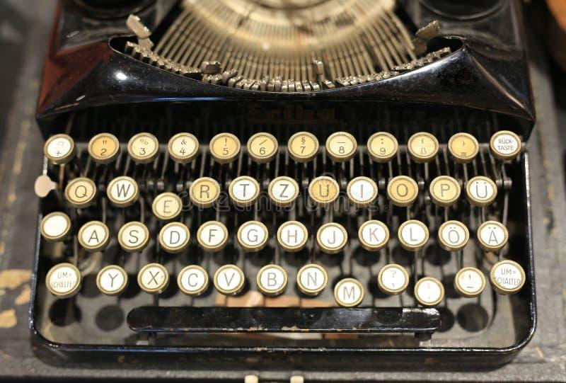 关闭古色古香的打字机细节  葡萄酒打字机机器 库存照片