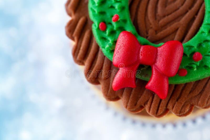 关闭圣诞节杯形蛋糕 免版税库存照片