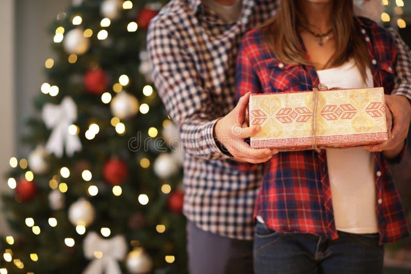 关闭圣诞节礼物概念 免版税库存图片