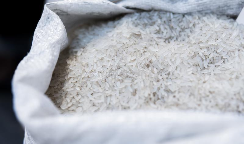 关闭在白米的宏指令在袋子 微型元件纤维素的健康饮食食物富有 vegeterian的食物和 免版税库存图片
