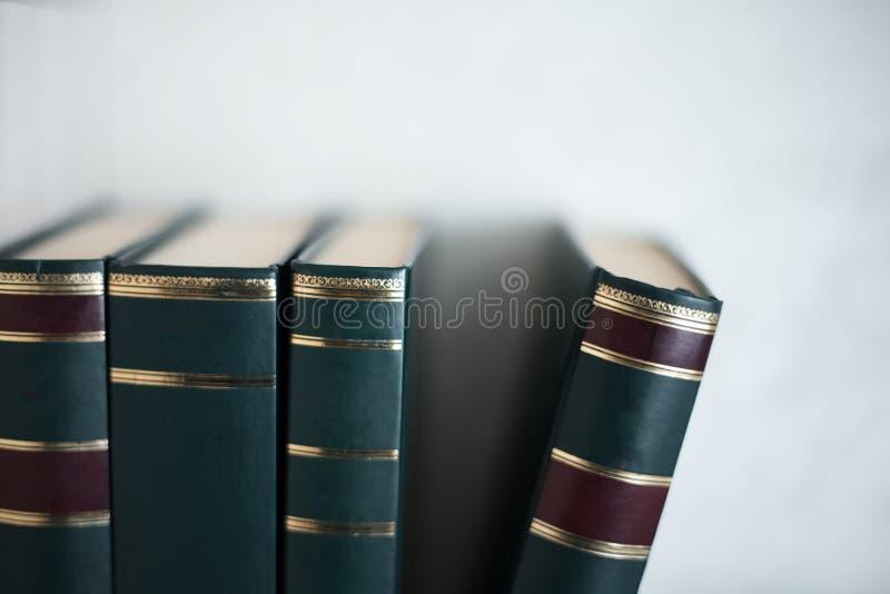 关闭在白色背景的书 免版税库存照片