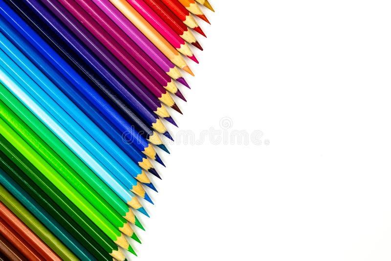 关闭在白色背景的颜色铅笔与裁减路线 教育框架概念 库存图片