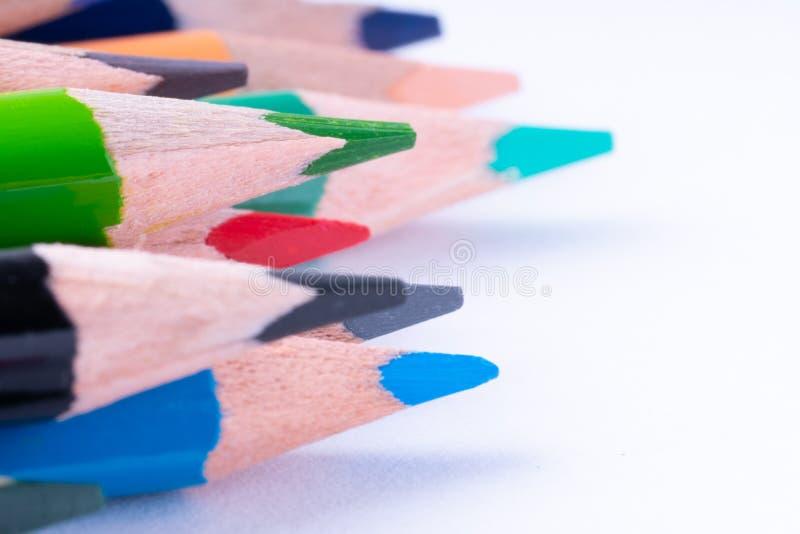 关闭在白色背景的颜色铅笔 免版税图库摄影