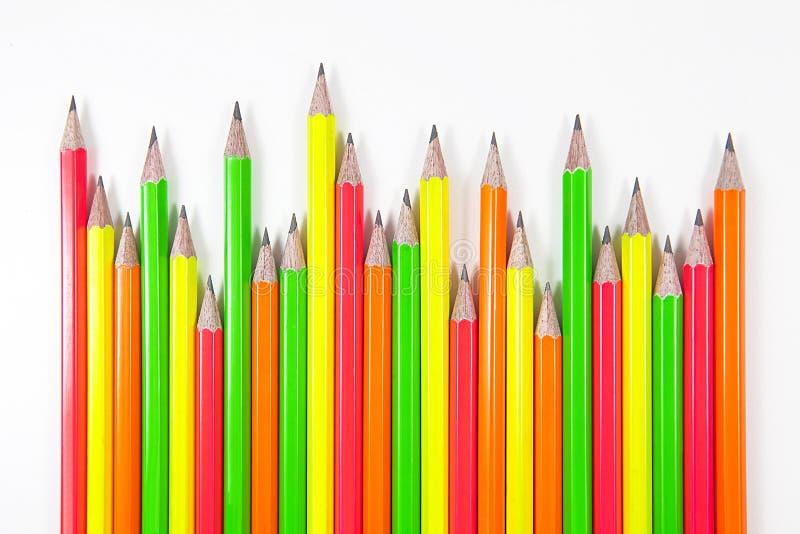 关闭在白色背景隔绝的颜色铅笔 免版税库存图片