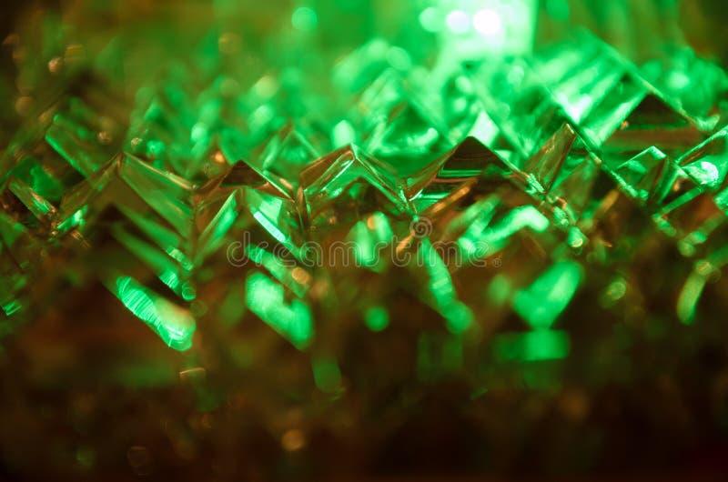 关闭在神奇鲜绿色光的被切开的水晶 免版税库存图片