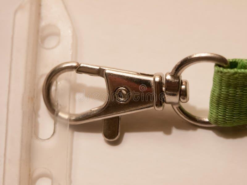 关闭在项链名牌的末端的金属钩子 库存图片