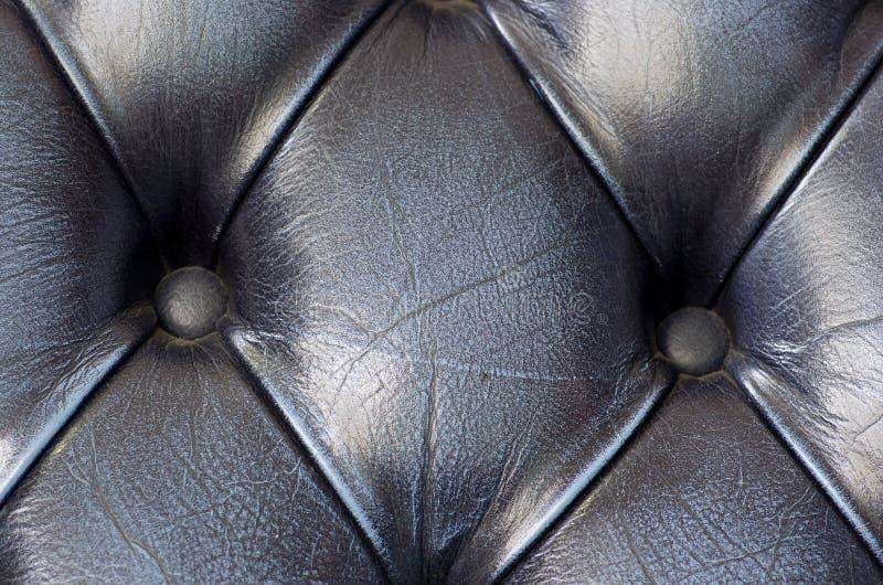 关闭在黑色皮革沙发纹理背景 客栈在Londo 免版税库存图片