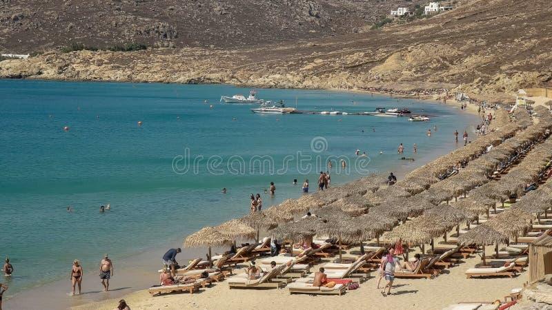 关闭在mykonos希腊海岛上的普遍的elia海滩  库存图片