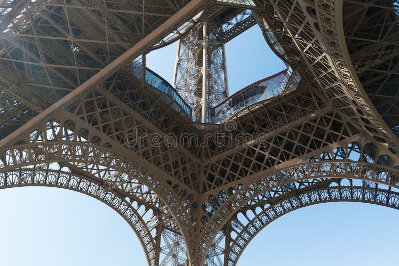 关闭埃菲尔铁塔零件在巴黎 库存图片