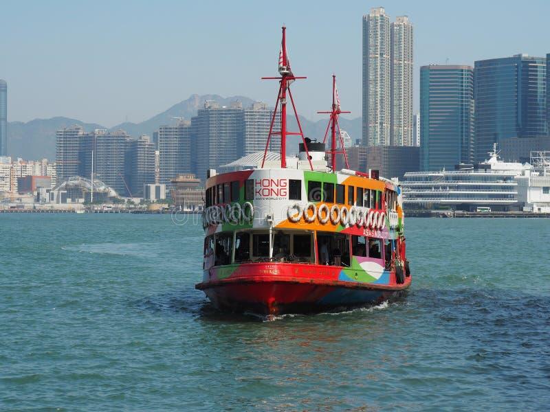 关闭天星小轮的前面在香港 在图片的船由去 库存图片