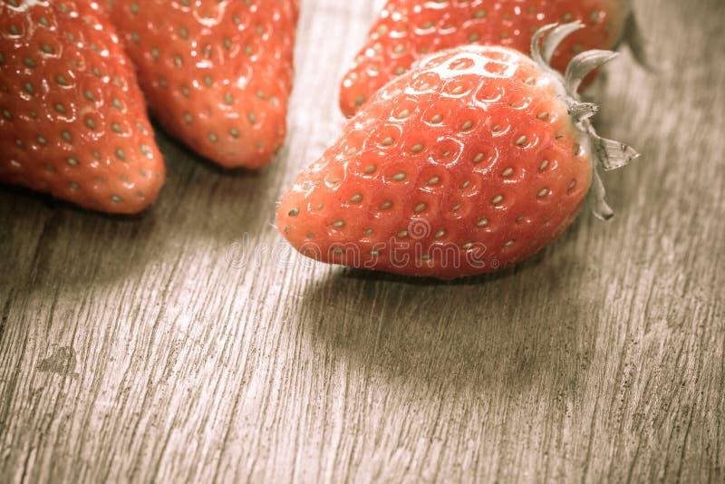 关闭小组新鲜的红色草莓,做用过滤器 免版税库存图片