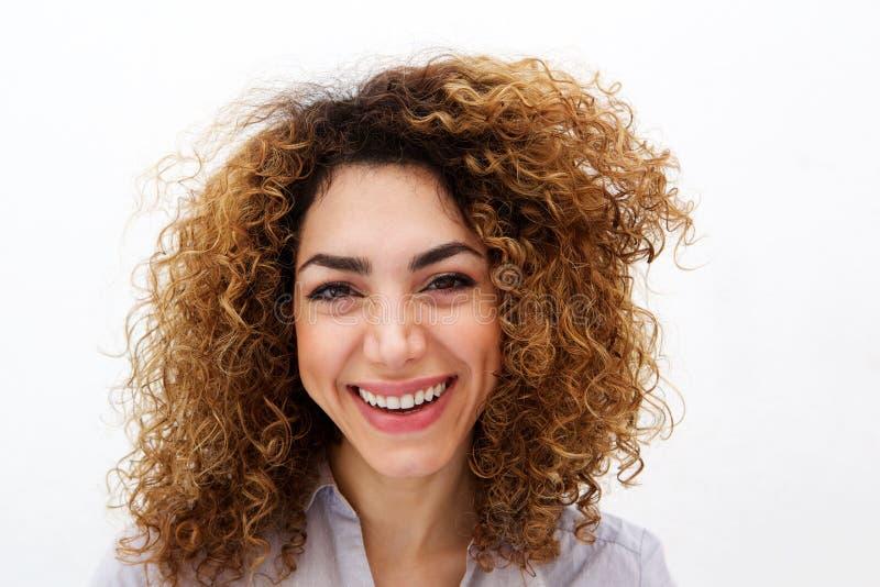 关闭少妇有卷发微笑的降低的白色背景 免版税库存图片