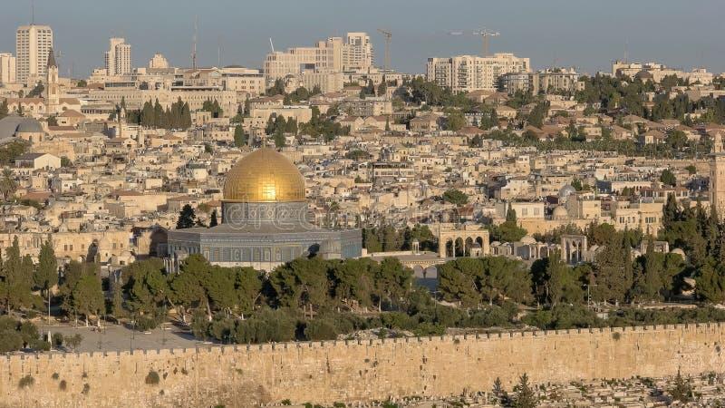关闭岩石,耶路撒冷的圆顶从mt橄榄的 免版税库存照片