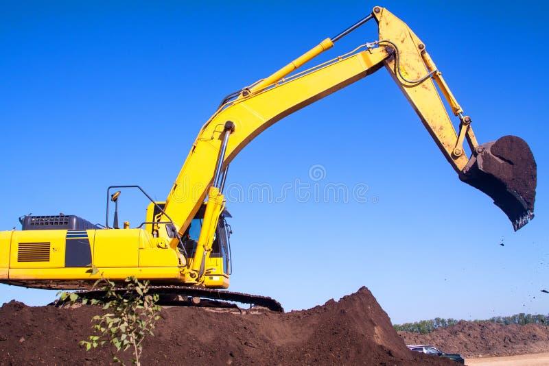 关闭工业挖掘机工作细节  库存照片