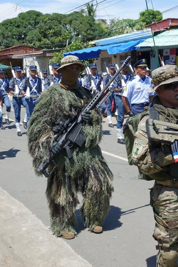 关闭巴拿马武力的狙击手在游行的 免版税图库摄影