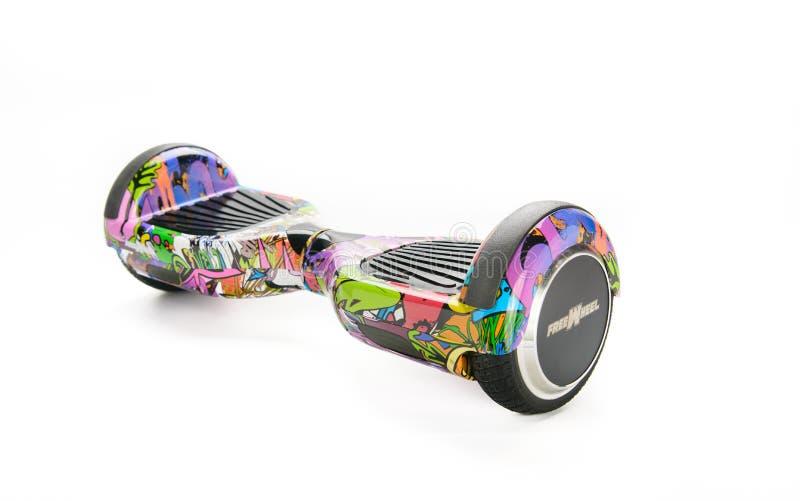 关闭平衡电在白色背景的双重轮子自已滑板巧妙的滑行车 免版税库存图片
