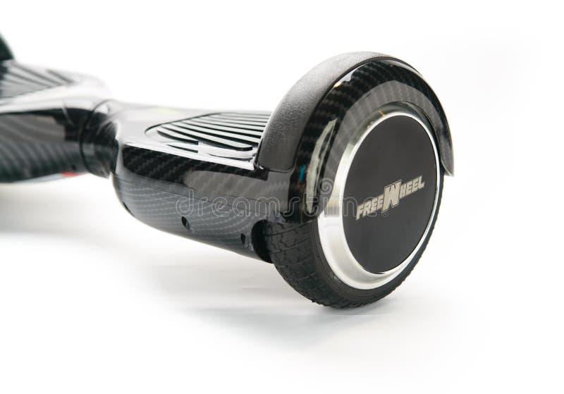 关闭平衡电在白色背景的双重轮子自已滑板巧妙的滑行车 免版税库存照片