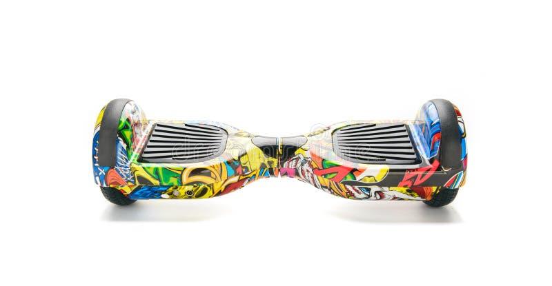 关闭平衡电在白色背景的双重轮子自已滑板巧妙的滑行车 免版税图库摄影
