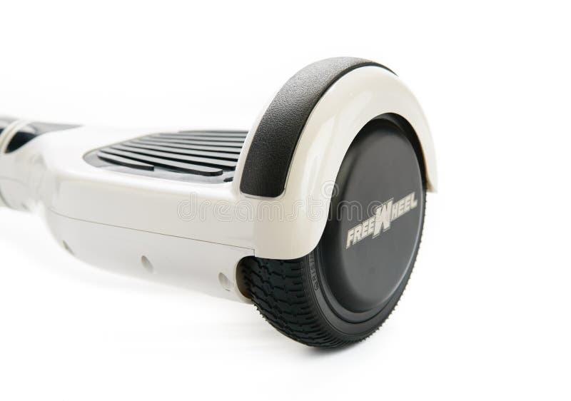 关闭平衡电在白色背景的双重轮子自已滑板巧妙的滑行车 库存图片