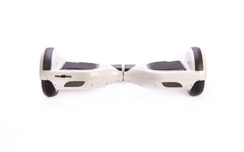 关闭平衡电在白色背景的双重轮子自已滑板巧妙的滑行车 图库摄影