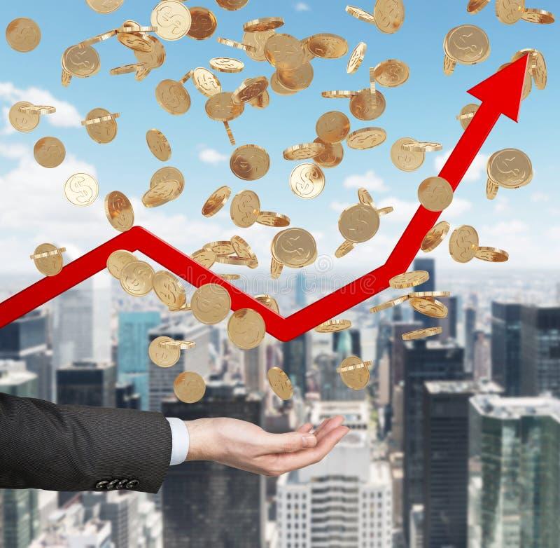 关闭开放棕榈和落的金黄美元硬币从天空 红色箭头上升作为增长的标志在经济的 免版税库存照片