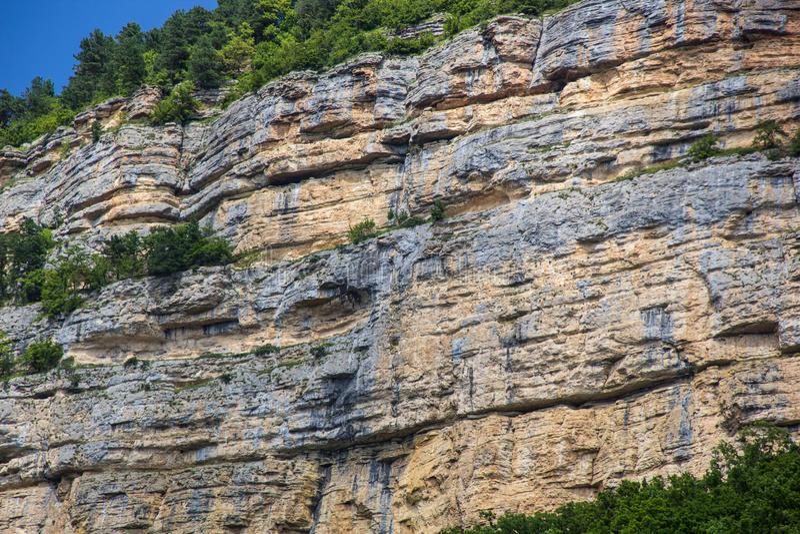 关闭抽象自然石岩石细节切开了被风化的花岗岩峭壁侵蚀的纹理横断面 库存图片