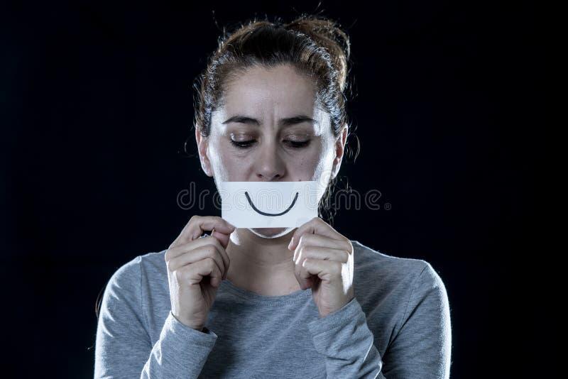 关闭拉丁妇女,害怕和紧张在黑背景 免版税库存图片