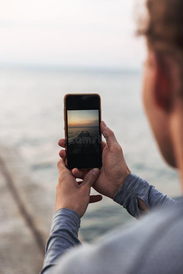 关闭拍照片的人 库存照片