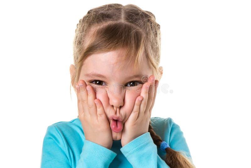 关闭握在她的cheecks的懊恼恼怒的女孩被隔绝的画象手 消极人的情感,面孔表示 库存照片