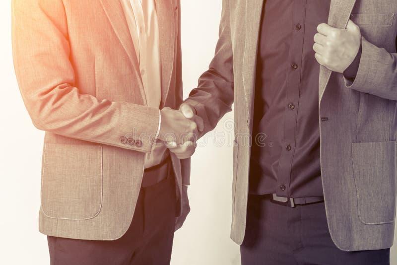 关闭握手企业成功想法的商人精读 免版税图库摄影