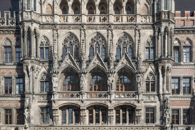 关闭新的城镇厅的塔在慕尼黑 图库摄影