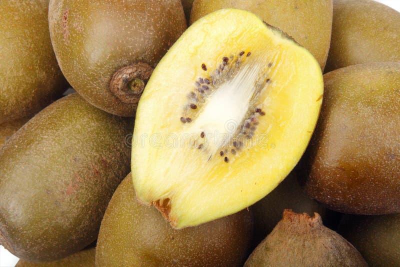 关闭新鲜水果金黄猕猴桃  库存照片