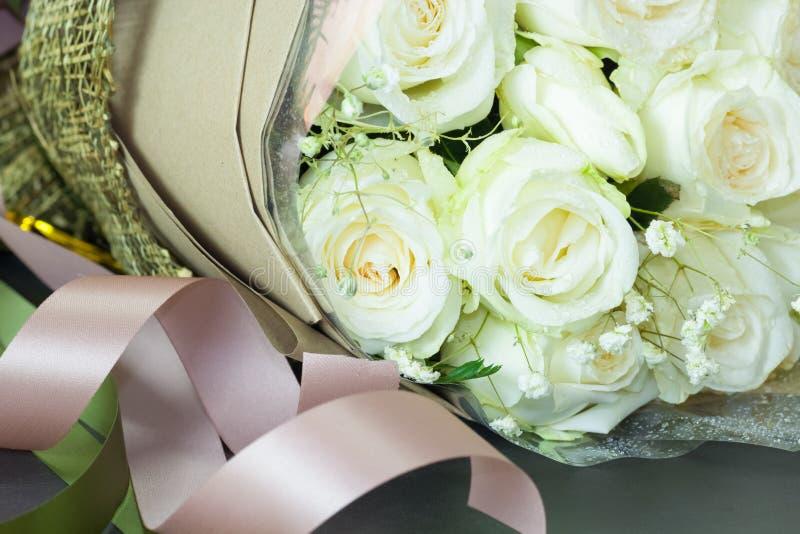 关闭新鲜的玫瑰花束,选择聚焦 库存照片