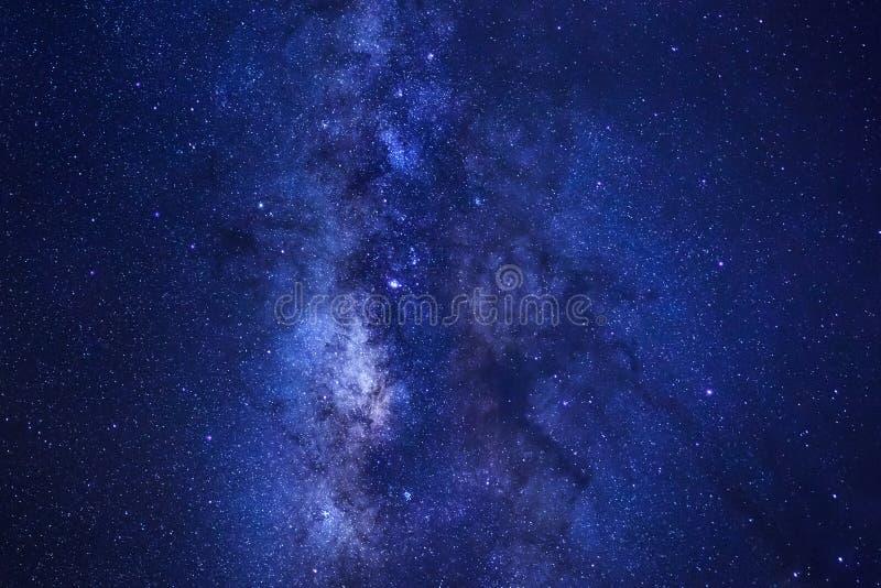 关闭明显地与星和空间尘土的银河星系我 库存图片