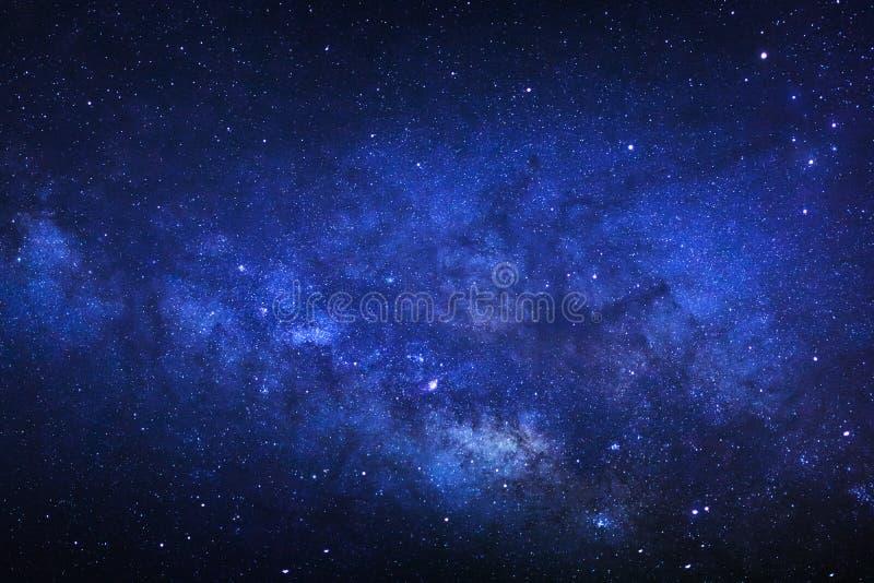 关闭明显地与星和空间尘土的银河星系我 免版税库存图片