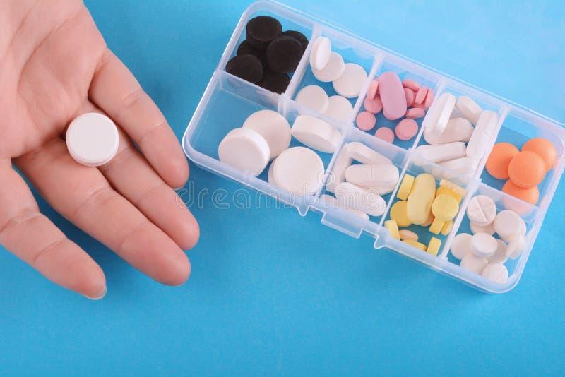 关闭显示与医学箱子的手药片 库存图片