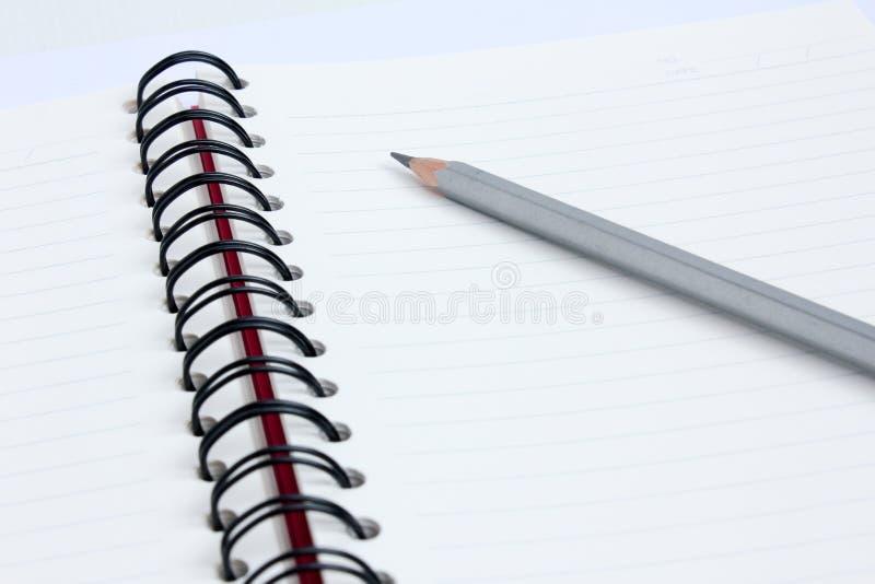 关闭有书的铅笔 免版税库存照片