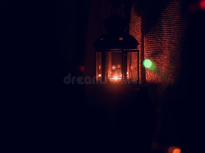 关闭有光的黑灯笼从蜡烛夜从 图库摄影