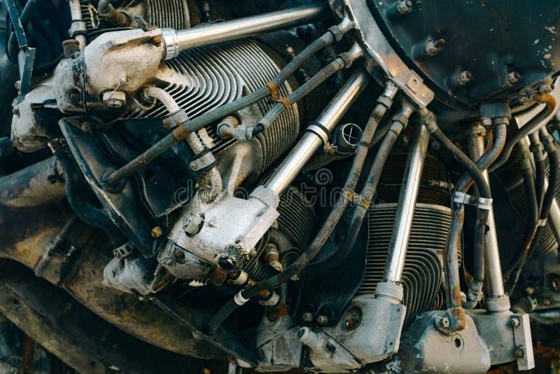 关闭有rustry和gru的详细的老喷气机引擎 免版税库存图片