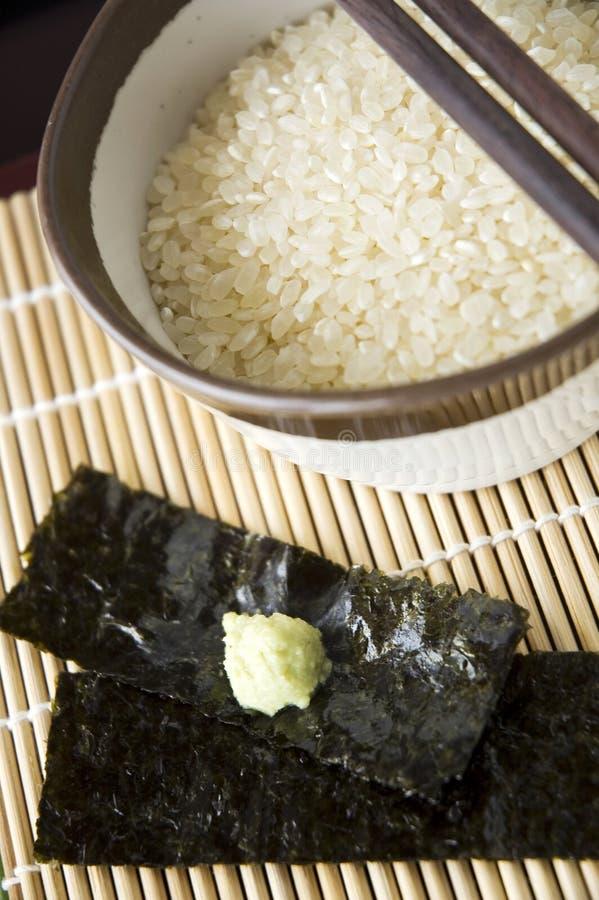 关闭未煮过的日本米 库存图片
