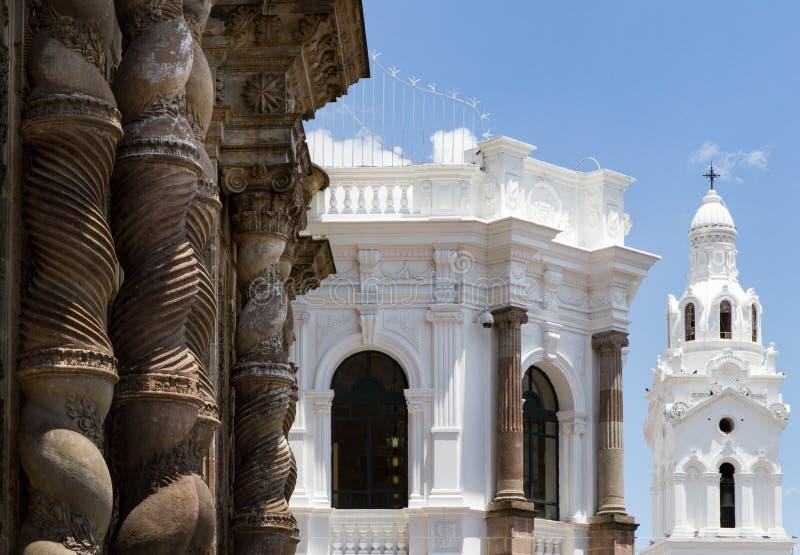 关闭殖民地建筑学射击在基多,厄瓜多尔的历史的中心 免版税库存图片