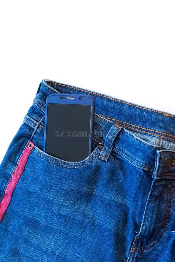 关闭现代电话看法在牛仔裤口袋显示的黑屏幕应用的 库存图片