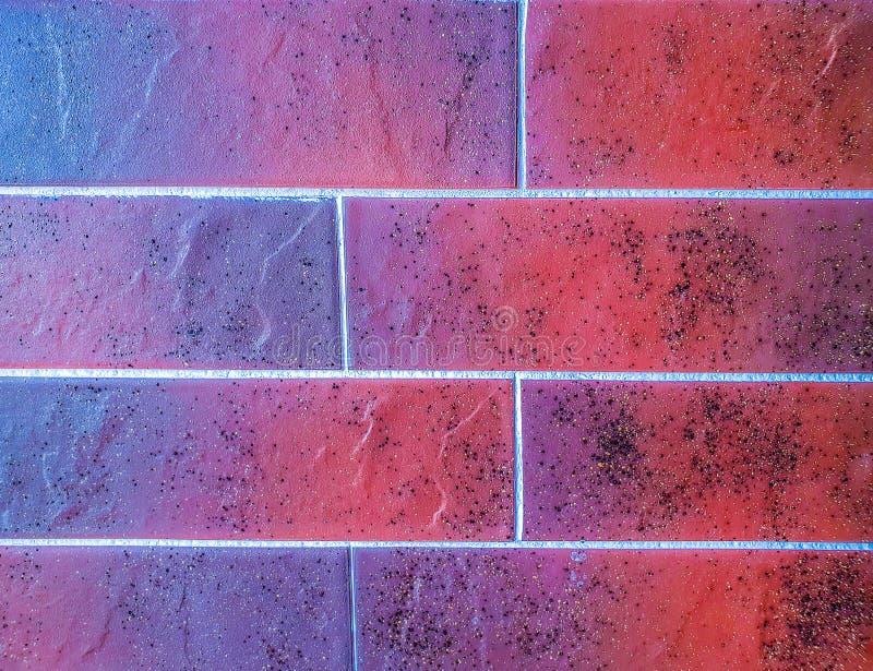 关闭瓦片砖陶瓷花岗岩盘区看法在褐色的颜色做的 墙壁的表面的片段 能使用  免版税库存图片
