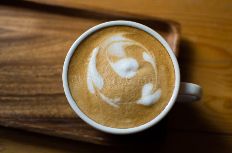 关闭由一杯咖啡决定 库存图片