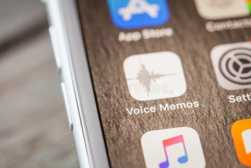 关闭由在iPhone 7屏幕上的app决定 库存图片