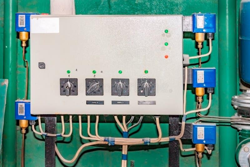 关闭电米,住宅复杂的电米或水力泵的管理 免版税库存图片